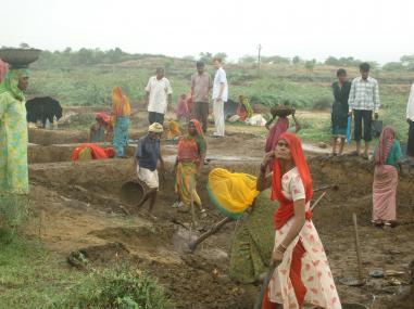 मनरेगा :4 राज्यों और 2 संघशासित प्रदेशों में नहीं बढ़ी मजदूरी! कहीं 1 रुपये तो कहीं 2 रुपये की बढ़ोत्तरी !